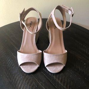 Quips Tan Heels- Size 7